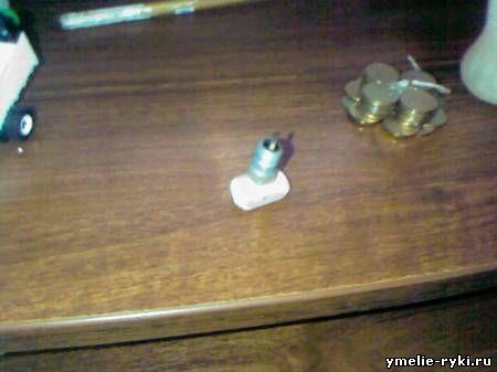02.11.2010. Где-то я уже видел подобную идею, но там свеча была прямо в лампе.  У меня же сделано по другому.